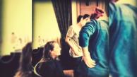 Stana Katic em bastidor de sessão de foto