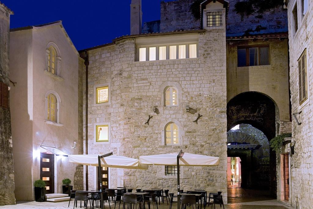 Vestibul Palace